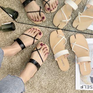 Strappy Flat Flip-flops