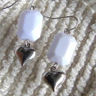 White Sweet Heart Earrings(m)