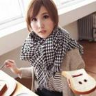 Fringed Houndstooth Scarf