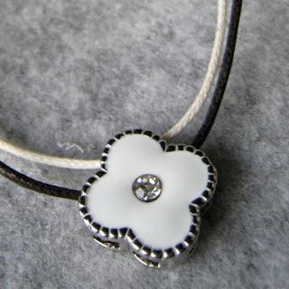 White Flower Short Necklace