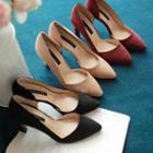 Pointy-toe Straight-heel Pumps