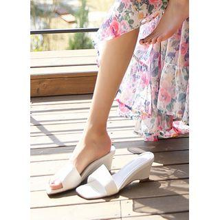 Square-toe Wedges