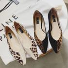 Pointy-toe Leopard Print Panel Flats