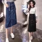 Fray Hem Buttoned Midi Denim Skirt