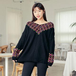 V-neck Pattern-detail Knit Top