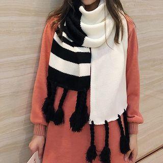 Tassel Contrast Striped Yarn Scarf
