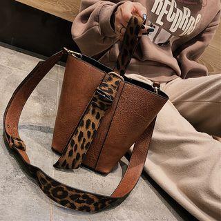 Set: Pouch + Leopard Print Bucket Bag
