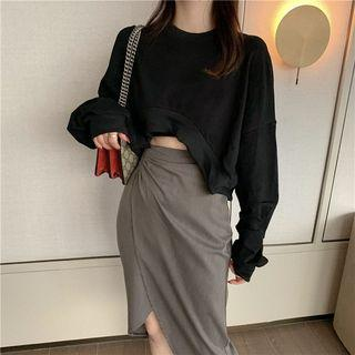 Cropped Pullover / Irregular Hem Midi Skirt