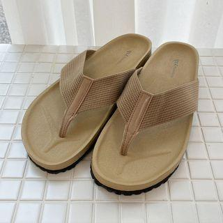 Wide-strap Flip-flops