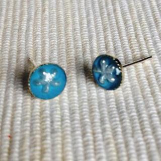 Resin Little Snowflake Earrings (blue) One Size