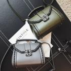 Chain Strap Detailed Shoulder Bag