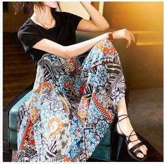 Short-sleeve Pleated Graphic Print A-line Midi Dress