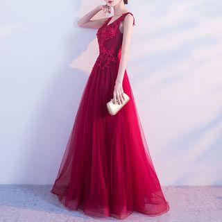 Lace Panel V-neck Sleeveless Evening Gown