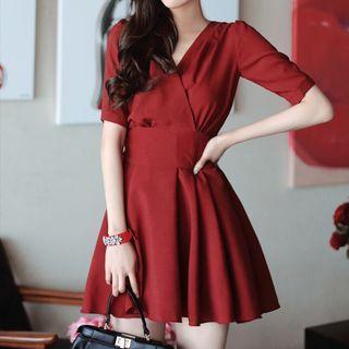 Short-sleeve V-neck Bow-tied Dress
