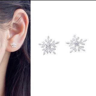 Snow Flake Ear Stud Snowflake - One Size