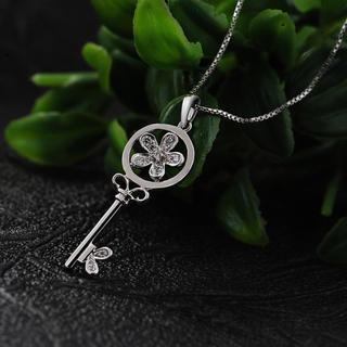 18k White Gold Diamond Key To My Heart Pendant Necklace (0.1cttw) (free 925 Silver Box Chain, 16)