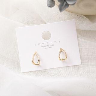Small Triangle Shape Earring As Shown In Figure -