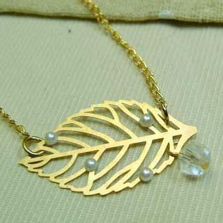 Golden Leaf Short Necklace