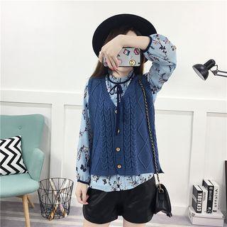 Cable Knit Buttoned Knit Vest