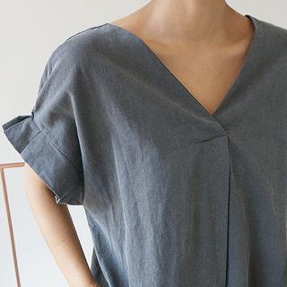 Linen V-neck Pintuck Detail-sleeve Maxi Dress