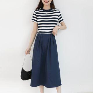 Short-sleeve Striped Cropped T-shirt / Plain Midi A-line Skirt