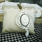 White Vintage Flower Necklace
