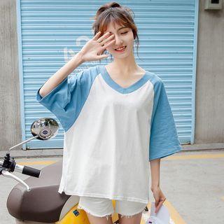 3/4-sleeved V-neck T-shirt