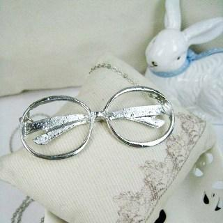 Silver Vintage Old Lady Glassess Necklace Silver - One Size