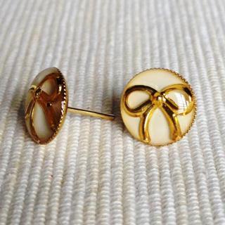 Resin Ribbon Earrings (white) One Size