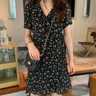 Short-sleeve Floral Print A-line Dress Black - One Size