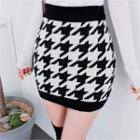 Houndstooth Knit Mini Pencil Skirt