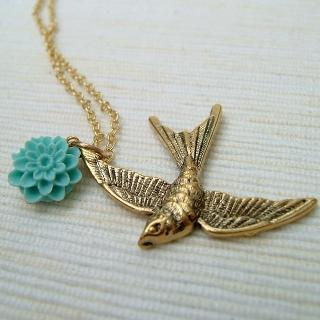 Golden Pigeon Necklace Gold - One Size