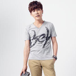 Short-sleeve V-neck Printed T-shirt