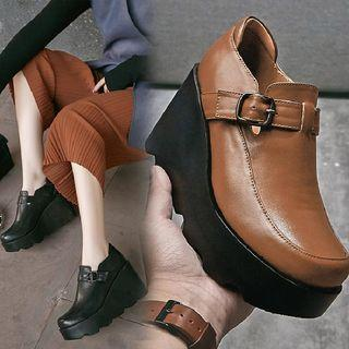 Buckled Wedges