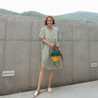 Pocket-side Pattern Shift Dress