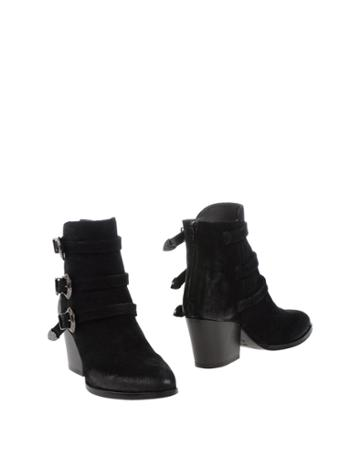 E.vee Ankle Boots